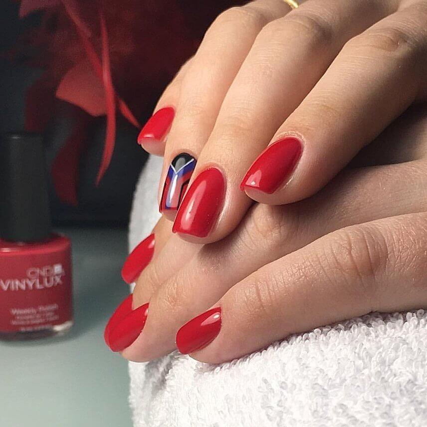 Красный маникюр с узором Vinylux