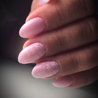 nogti-roz-bukvy